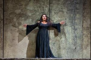 Liudmyla Monastyrska als Abigaille. (© Marty Sohl / Metropolitan Opera)