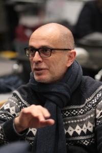 Roberto Rizzi Brignoli, hier in repetitie voor Madama Butterfly, maakt zijn debuut bij de Munt. (© Hofmann)