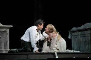 Vittorio Grigolo en Diana Damrau als Roméo en Juliette. (© Ken Howard / Metropolitan Opera)