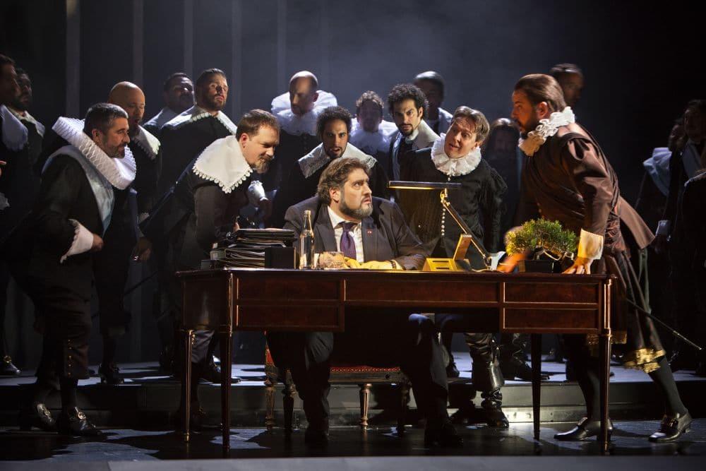 Scène uit Simon Boccanegra bij Opera Vlaanderen. (© Annemie Augustijns)