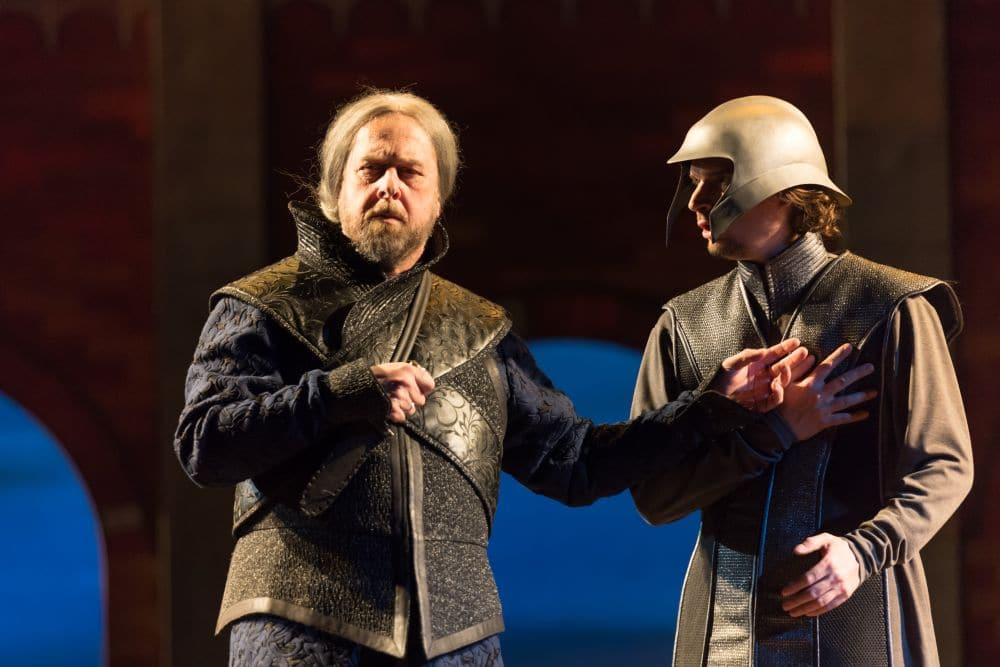 Roberto Scandiuzzi als Roger. (© Lorraine Wauters / Opéra Royal de Wallonie)