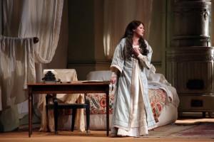 Anna Netrebko in La traviata. (© Brescia/Amisano - Teatro alla Scala)