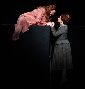 Catherine Foster als Isolde en Amulth Herbst als Brangäne in het Musiktheater im Revier. (© Forster)