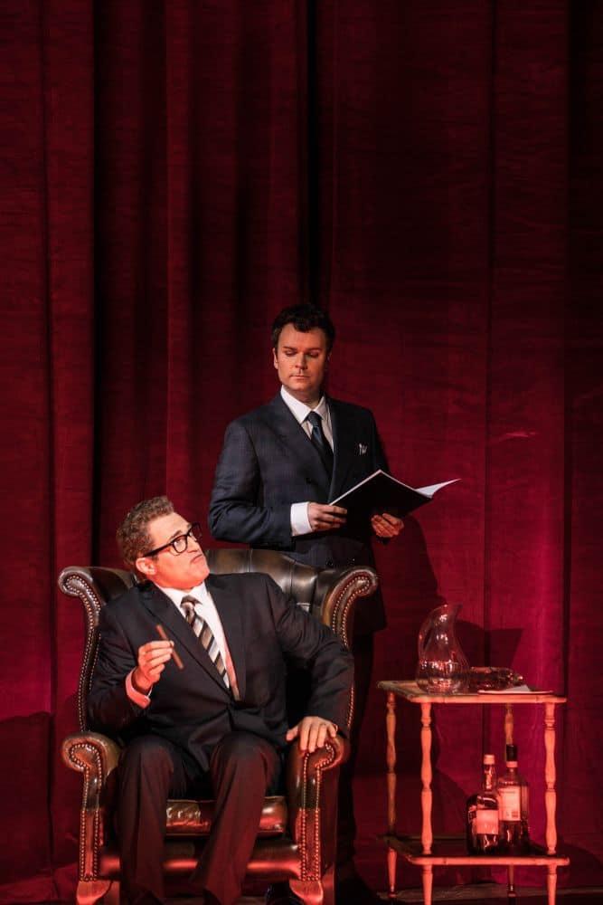 Marc Kudish als Henry Lissinger (in de stoel) en Joshua Hopkins als Niccolò Machiavelli. (© Marco Borggreve)