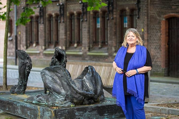 Annett Andriesen verruilt haar IVC-kantoor voor het toneel van De Nationale Opera. (© Marjo van de Peppel-Kool)