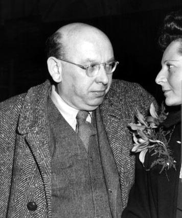Hanns Eisler en zijn vrouw Louise op de dag van hun vertrek uit de VS.