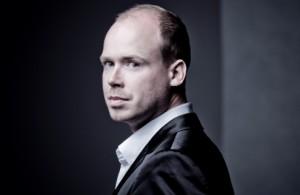 Maarten Engeltjes' weemoedige klank en fijnzinnige emotie etaleerden grote toewijding. (© Marco Borggreve)