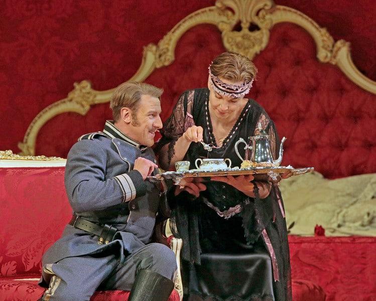 Günther Groissböck en Elīna Garanča in Der Rosenkavalier. (© Ken Howard / Metropolitan Opera)