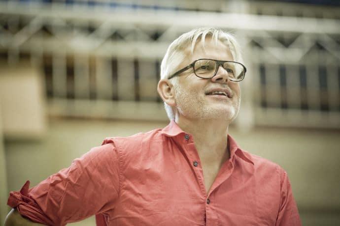 Marcel Sijm regisseert Hondenhartje. (© Marco Borggreve)