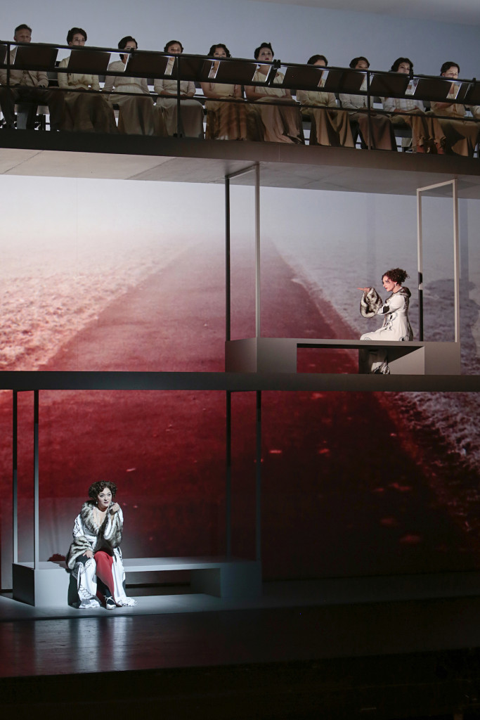 Scène uit Annas Maska bij het Theater St. Gallen. (© Iko Freese)