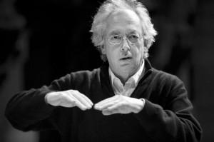 Philippe Herreweghe dirigeert het Collegium Vocale Gent. (© Michiel Hendrickx)
